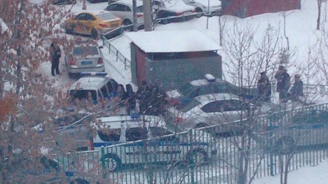 Полиция вступила в переговоры с пришедшим в московскую школу с ножом старшеклассником