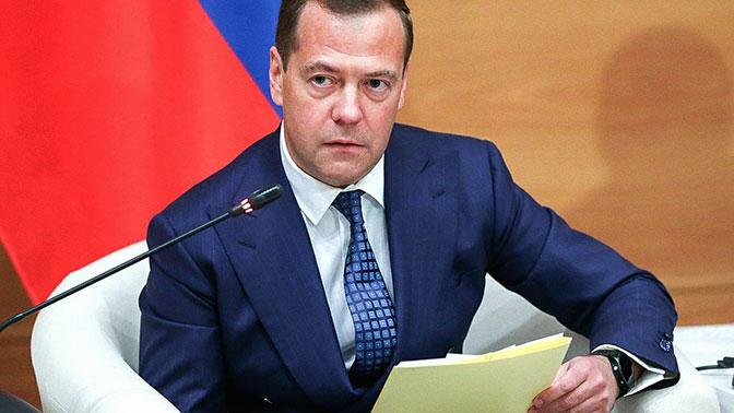 Дмитрий Медведев посоветовал чиновникам «включать мозги»