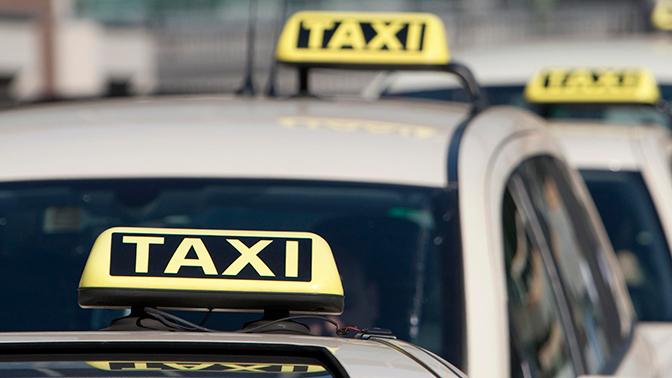 За рулем такси, сбившего людей в Москве, был не владелец машины – источник