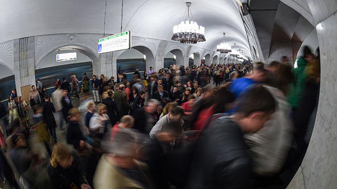 Депутаты предложили штрафовать за проезд с кофе в метро
