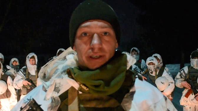 Солдат объяснил появление шеврона СС* на фото с Порошенко