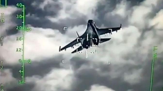 Кадры «охоты» Су-34 на новейший истребитель Су-35 попали на видео