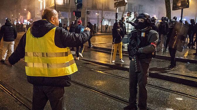 Во Франции задержали 220 человек на демонстрациях «желтых жилетов»