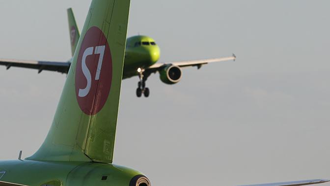 Пассажирский самолет сел в Домодедово с отказавшим двигателем