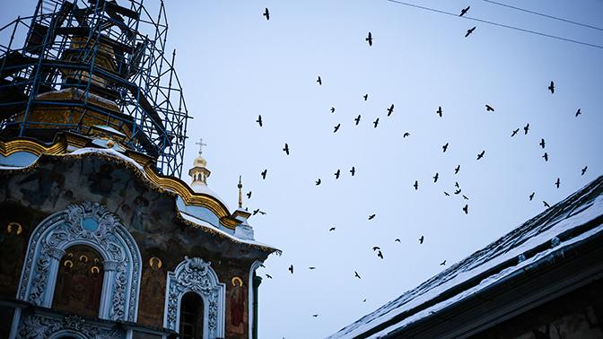 Бойцы «Правого сектора»* блокируют православные храмы на Украине