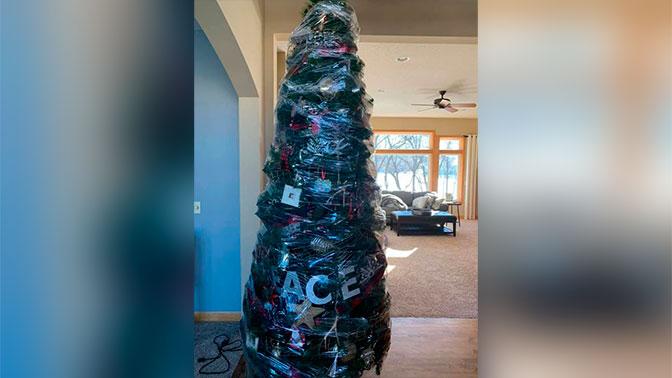 Женщина придумала гениальный лайфхак по упаковке новогодней елки