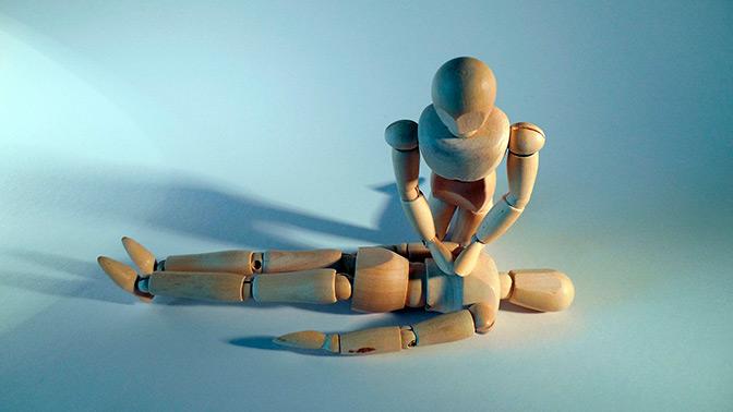 Мифы о первой помощи: таблетки из личной аптечки и жгут на рану