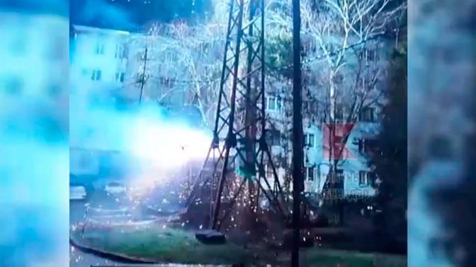 «Фейерверк» на опоре ЛЭП в Краснодаре сняли на видео