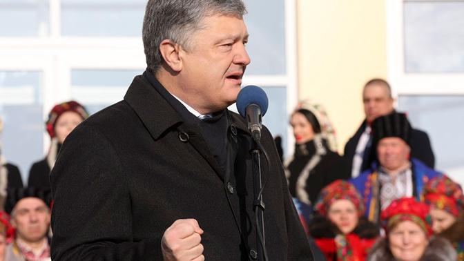 Порошенко ответил на обвинения в коррупции националистическим лозунгом