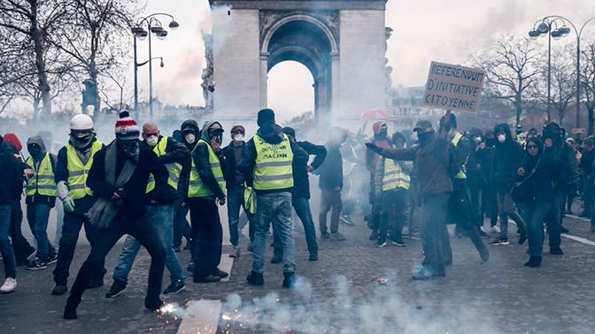 Встолице франции задержали 12 участников протеста «желтых жилетов»