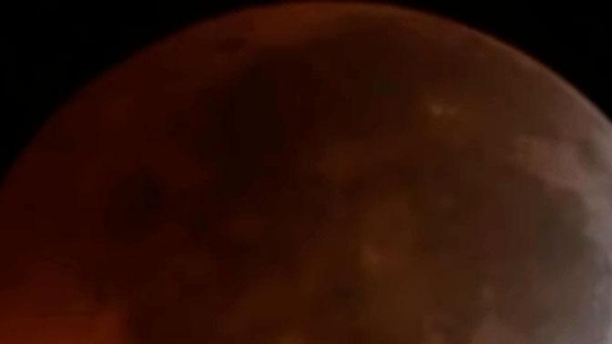 На Луну во время затмения рухнул метеорит: видео