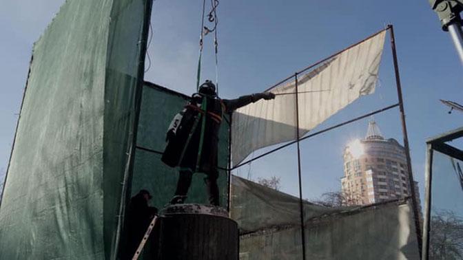 В Киеве снесли памятник Суворову