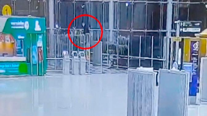 В аэропорту Бангкока погиб российский турист, упавший с четвертого этажа терминала