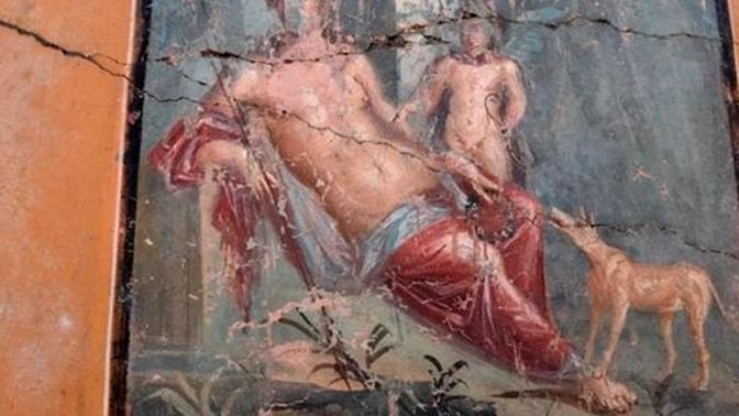 В Помпеях нашли древнюю фреску с изображением Нарцисса