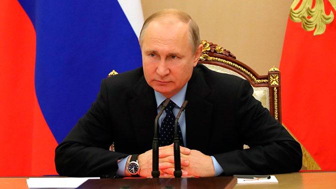 Путин подписал закон о блокировке фейковых новостей