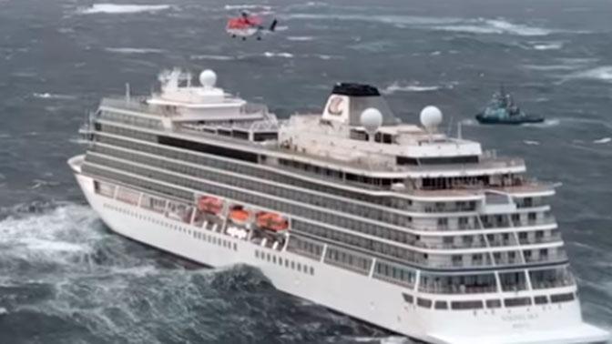 Почти 400 человек эвакуированы с норвежского судна Viking Sky