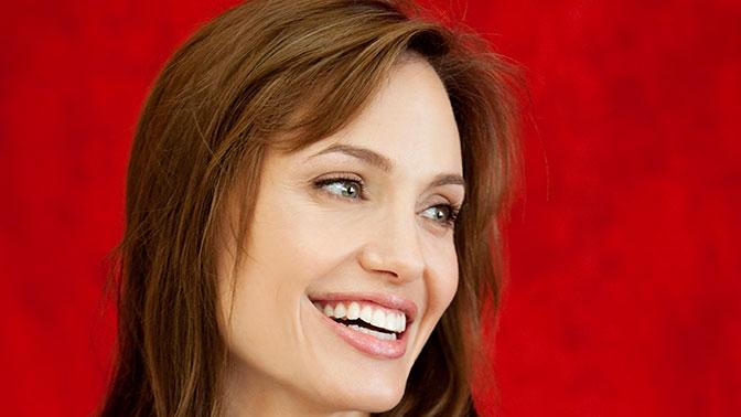 Названы причины ухода Анджелины Джоли изкино