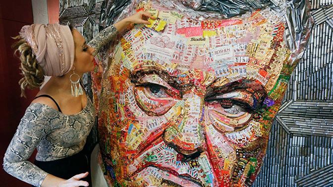 Снаряды и шоколад: украинская художница показала «настоящее лицо» Порошенко