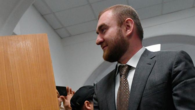 Суд арестовал имущество Арашукова и его родных