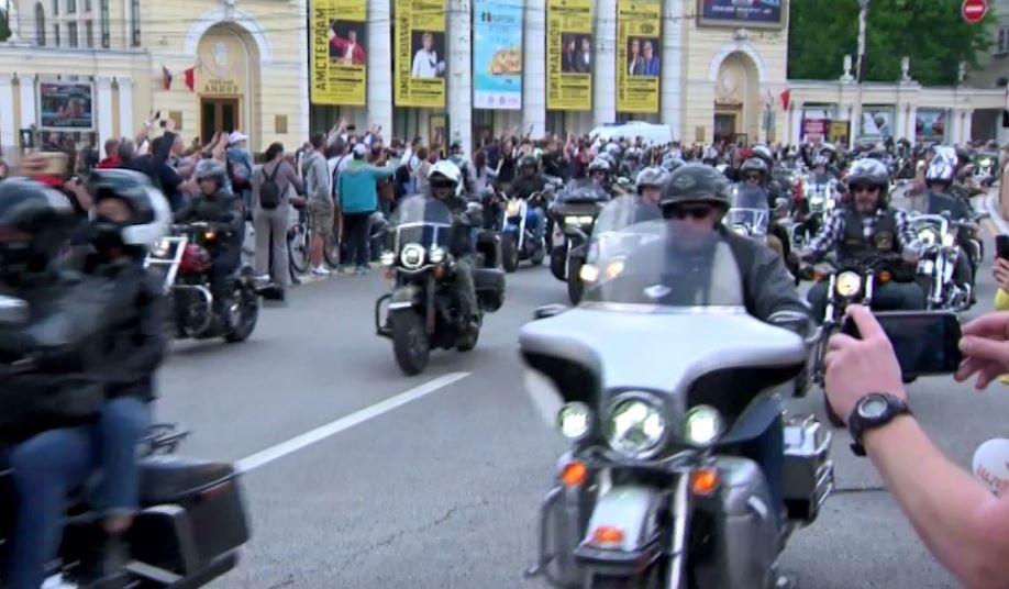 Тысячи байкеров приняли участие в крупнейшем мотопробеге в Воронеже
