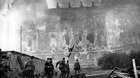 1945. Сорок флагов над Рейхстагом