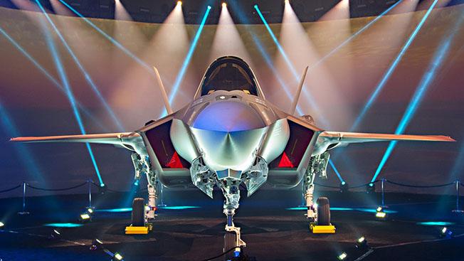 Новый самолет Пентагона: голова «Молнии» и тело «Хищника»