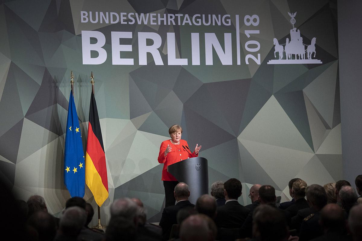 Фрау Меркель и ее долгосрочный сеанс одновременной игры