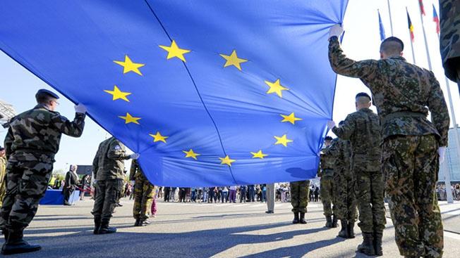 Спасение утопающих: зачем Евросоюз вновь вытаскивает на повестку дня идею о создании единой армии