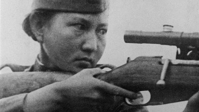 Отвага и меткость: как Алия Молдагулова воодушевляла советских девушек-снайперов
