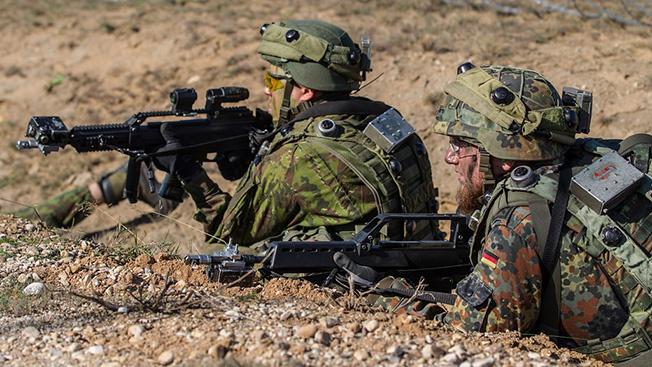 Зачем американцы гонят немецких солдат в Сирию?