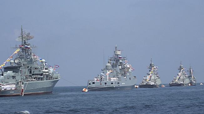 Мощь кораблей и авиации: парад в Сирии, посвященный Дню ВМФ