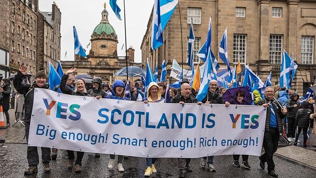 Смута в Туманном Альбионе: Шотландия требует «развод»