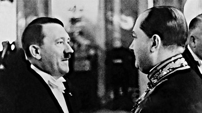 В Варшаве уже стоял памятник Гитлеру