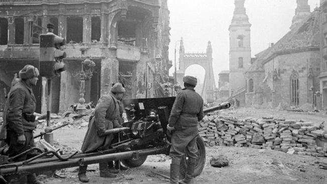 Советская армия не смогла освободить венгров от духа нацизма