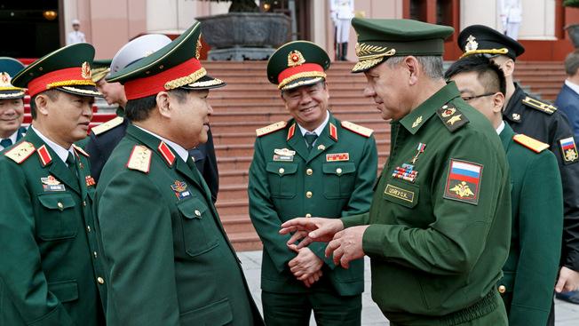 Сергей Шойгу пригласил главу минобороны Вьетнама в Москву