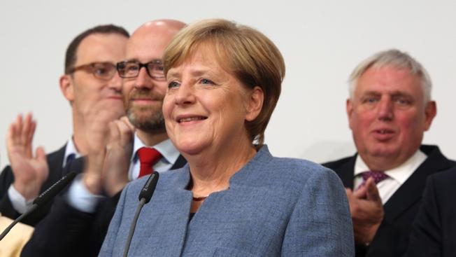 """""""Мамочка"""" Меркель пошла на четвертый срок"""