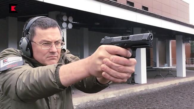 Пистолет Лебедева готов к стрельбе по-македонски