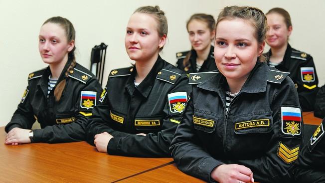 Пусть мальчики видят нас лейтенантами»: чему учатся девушки в военных вузах