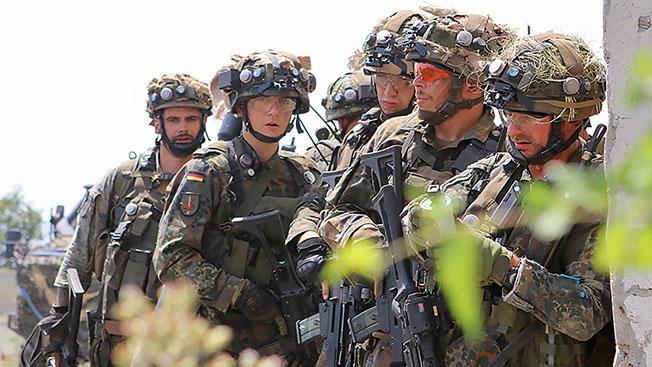 Зачем Германия и Франция хотят вернуть обязательный военный призыв