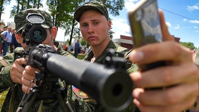 Закон о запрете смартфонов для военных прошел второе чтение в ГД