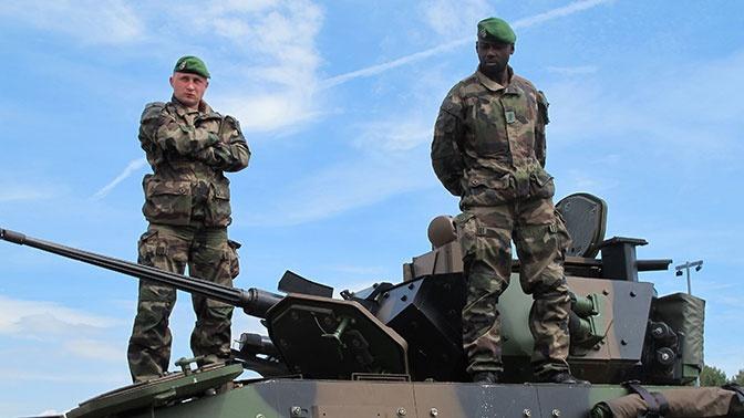 Франция перебросит в Эстонию сотни военных и танки