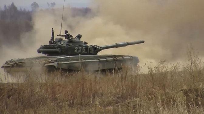 Испепеляющий огонь: кадры стрельб экипажей Т-72 в условиях скоротечного боя
