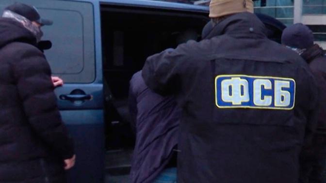 ФСБ пресекла деятельность ячейки ИГИЛ*, готовившей теракты против полицейских в Каспийске и Грозном
