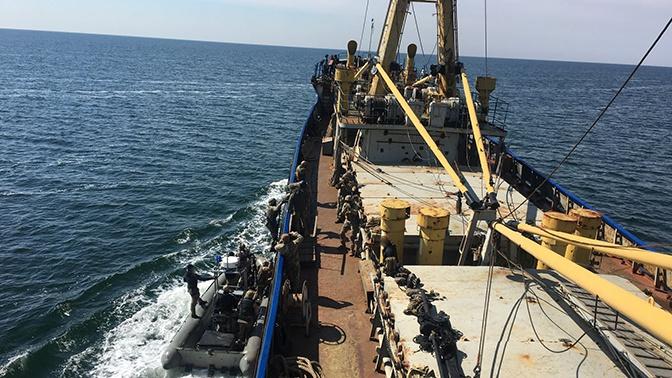 Морской бой: ВСУ начали учиться абордажному захвату судов на воде