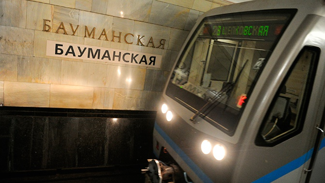 Мужчина погиб на рельсах в московском метро