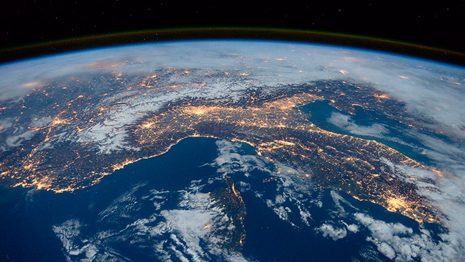 Россия выведет на орбиту тридцать гражданских спутников
