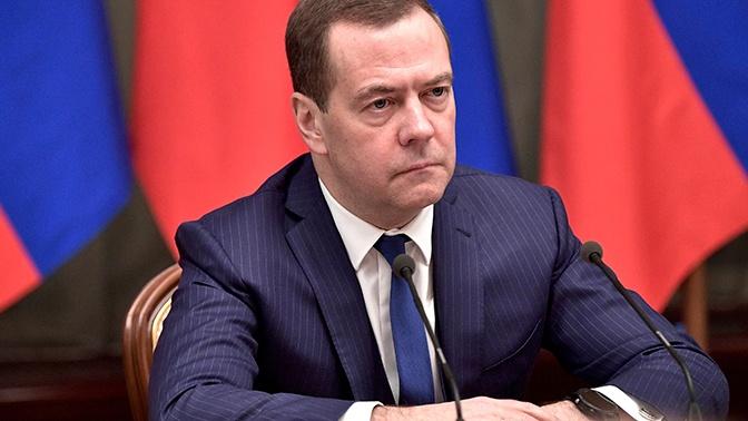 Медведев потребовал привлечь Генпрокуратуру к расследованию загрязнения нефти в трубопроводе «Дружба»