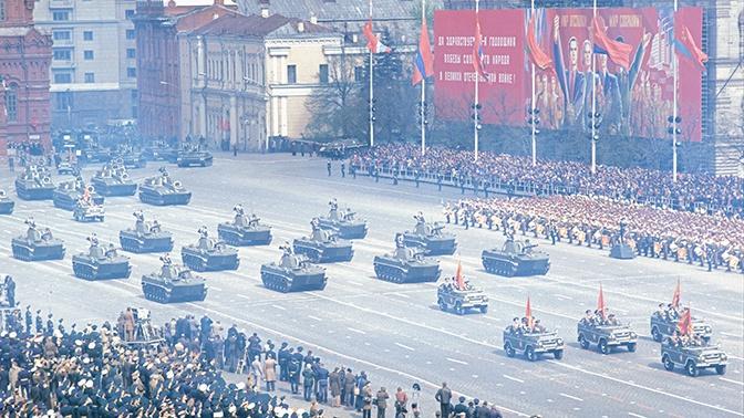 В США рассказали, за чем охотились западные шпионы на советских парадах Победы