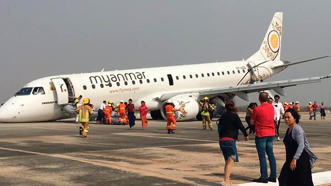 Жесткая посадка пассажирского самолета с отказавшим шасси попала на видео