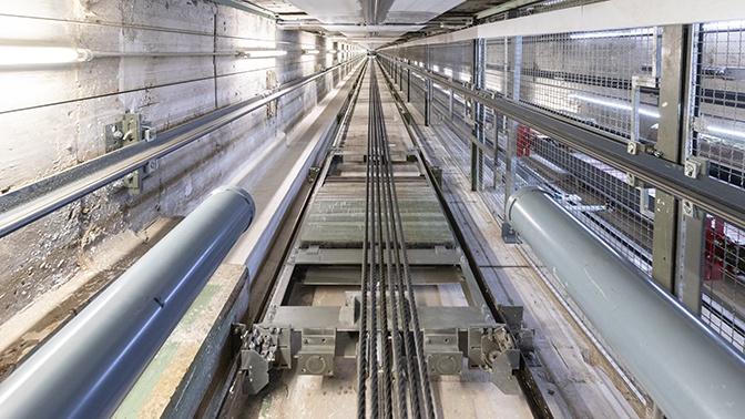 Пролетели 8 этажей: лифт с детьми сорвался в Набережных Челнах